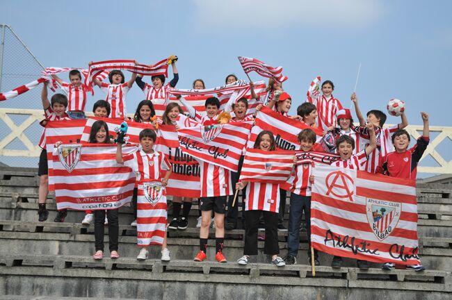 El colegio Urdaneta de Loiu demuestra su euforia ante el Athletic