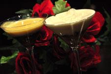 Copa de rosas y licor de cerezas